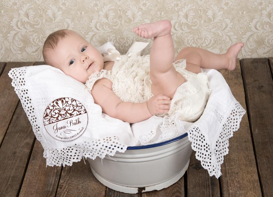 Baby 4,5 Monate jung