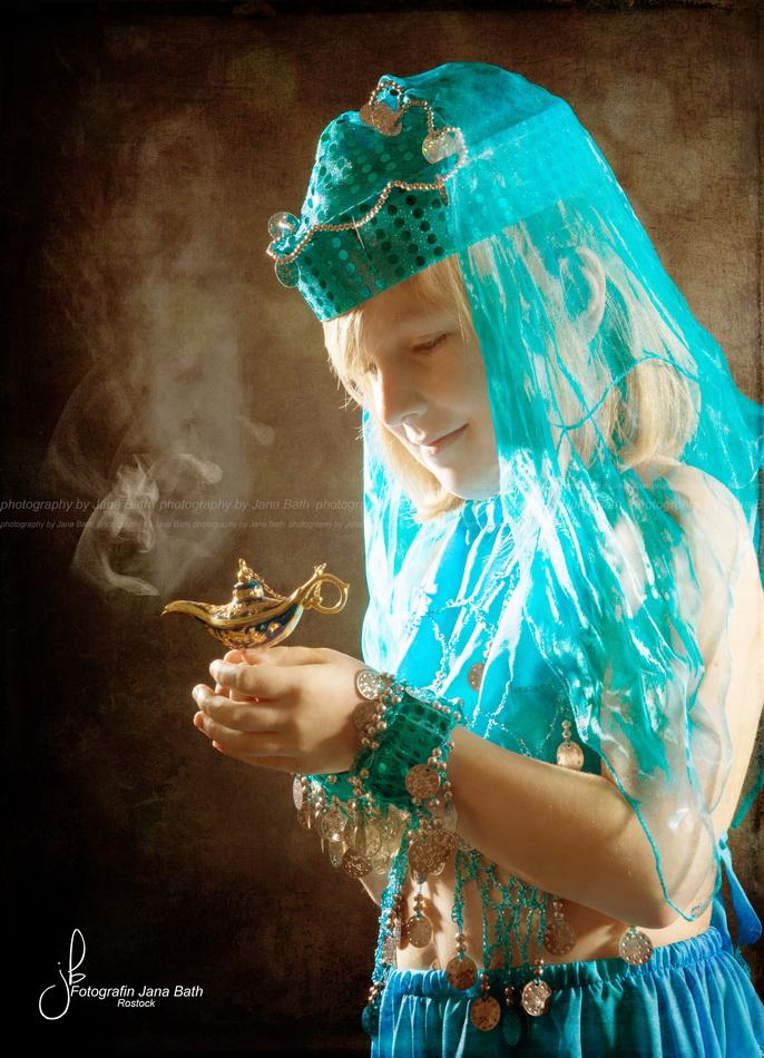 Orientalische Garderobe und Wunderlampe Fotostudio Jana Bath