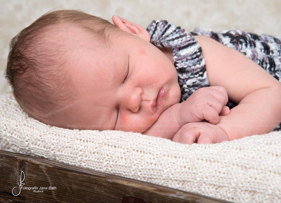 Newborn - roter Teint entfernt