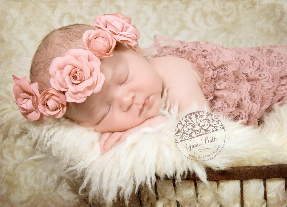 Newborn Girl 6 Tage jung