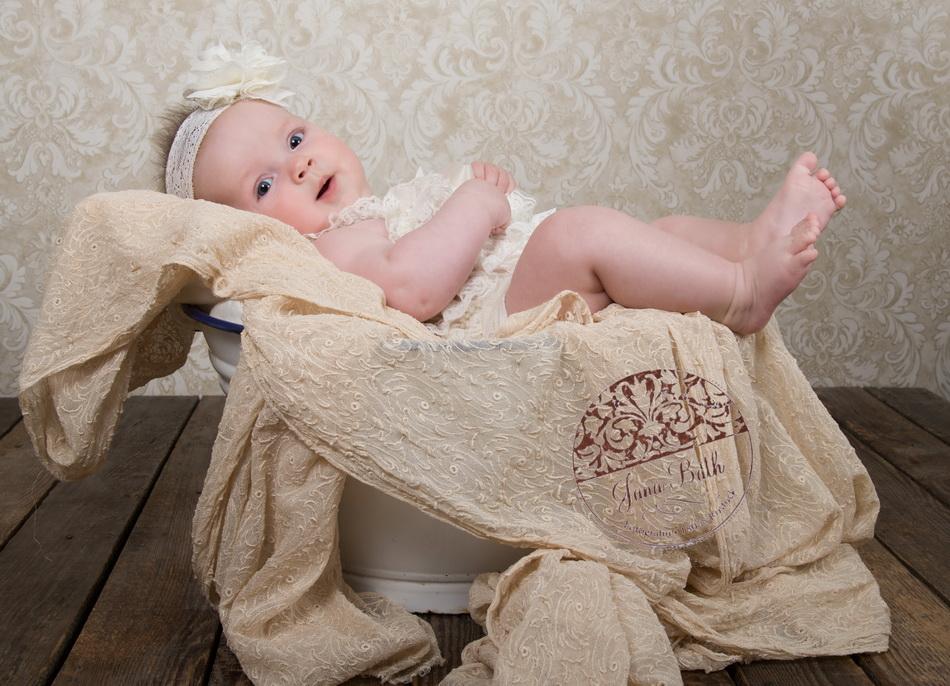 Baby Girl 4 Monate jung