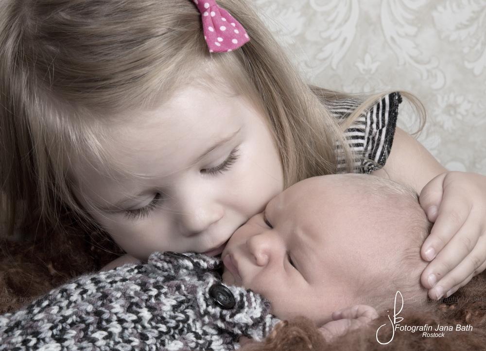 Geschwister, 3 Jahre und 7 Tage alt