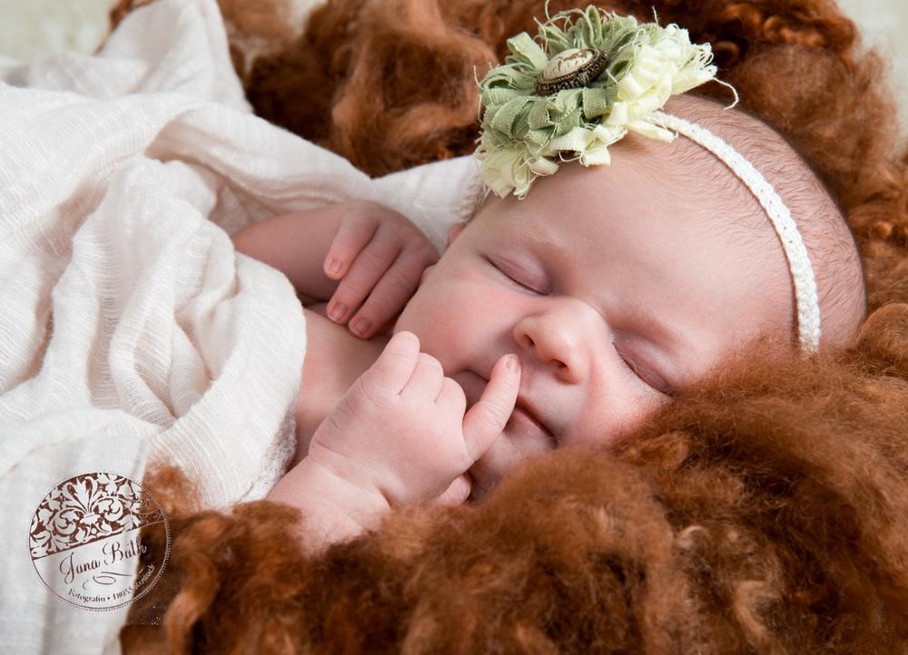 Retuschiertes Newbornporträt, bereit zur Auslieferung an den Kunden