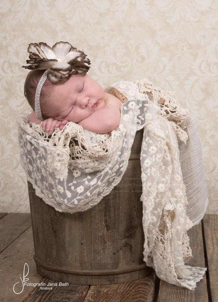 Neugeborenes Baby 9 Tage jung, Foto Jana Bath 2017