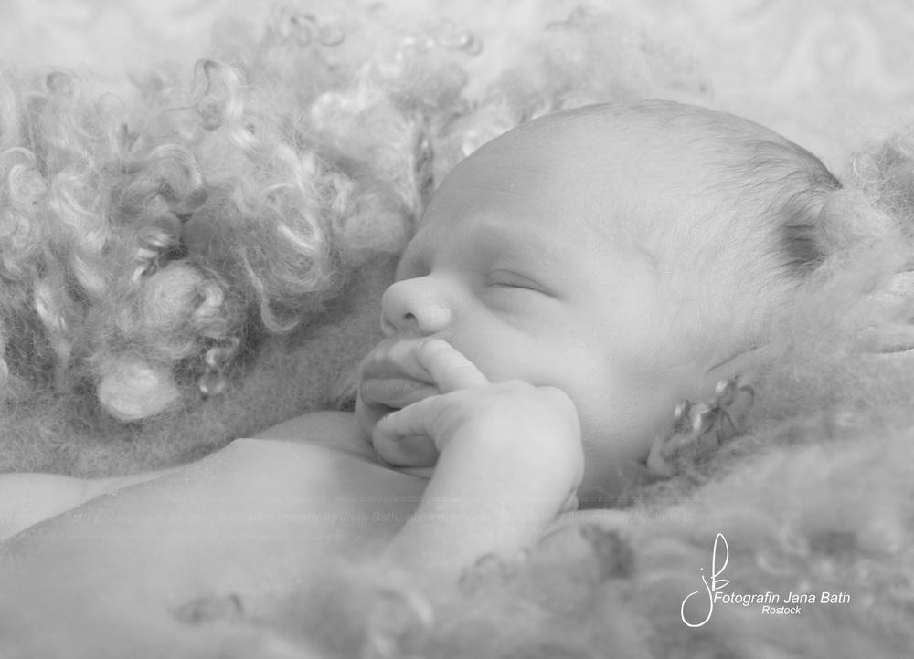 Newborn schalfend - Foto Jana Bath