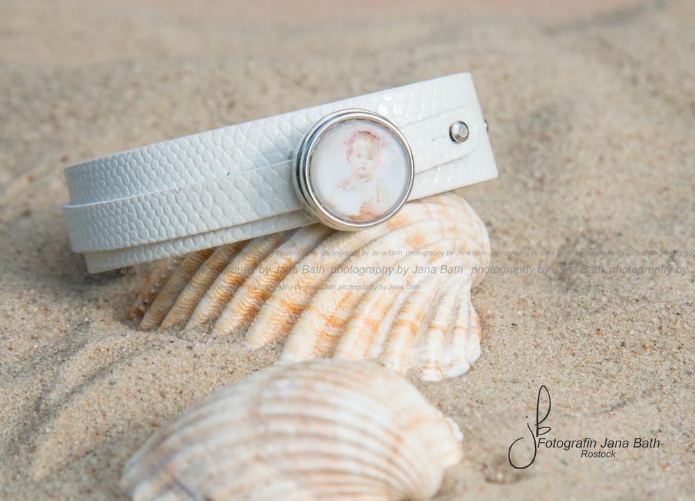Lederarmband weiß inkl. 1 personalisiertem Pin, 18,50 Euro - Foto Jana Bath Rostock