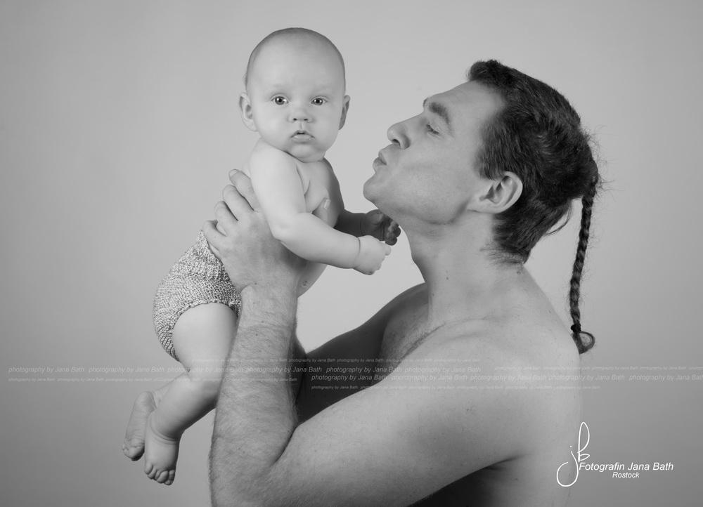 Baby Boy 12 Wochen alt mit Papa - Foto Jana Bath 2017