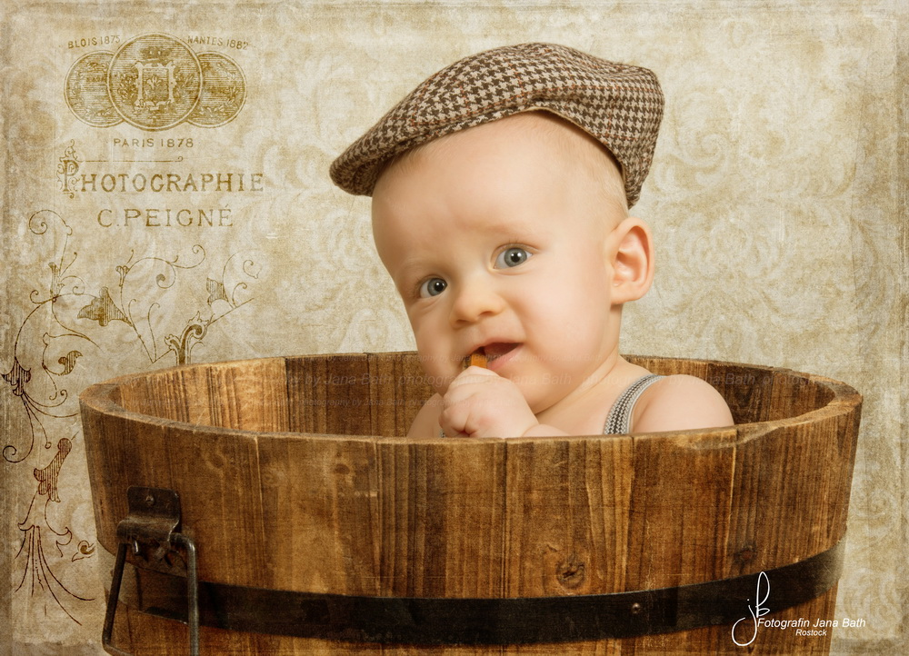 Vintagebaby Boy Porträt - Junge 6 Monate jung - Foto Jana Bath 2017, Vintage finishing via Texture blend